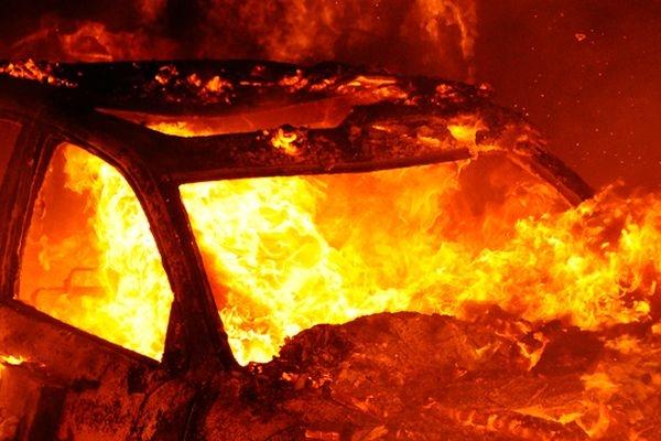 В Измаиле накануне праздника горел «Мерседес»