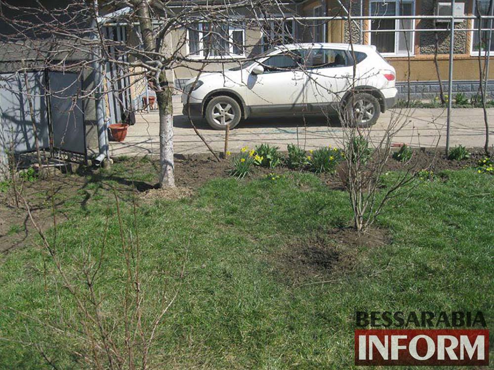 В Татарбунарах депутату бросили гранату во двор (фото)