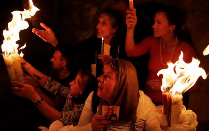Благодатный огонь загорелся в храме Гроба Господня в Иерусалиме и был доставлен в Измаил