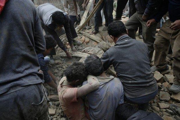 553b518515537 В Непале произошло землетрясение, больше 1000 погибших (фото)