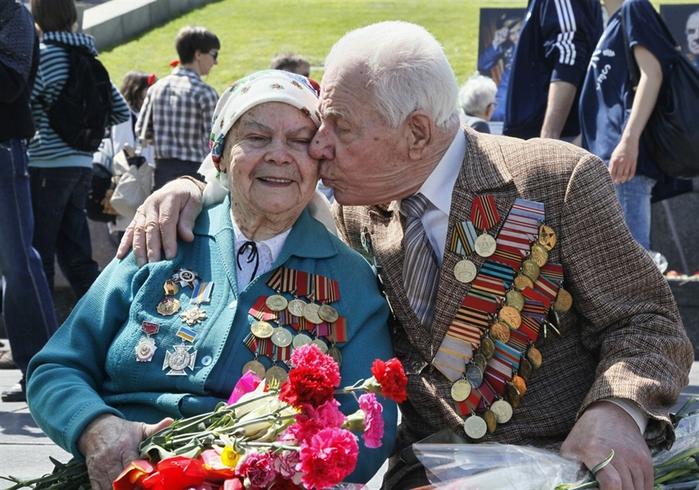86957832_pb110509victorydayps2photoblog900 О выплатах ветеранам войны ко Дню Победы