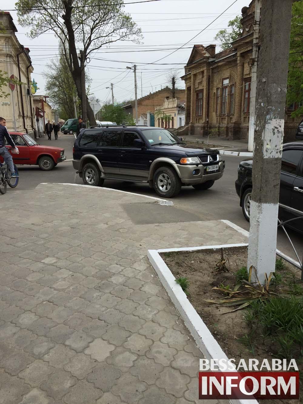 """Mitsubishi в рубрике """"Я паркуюсь как дурак"""""""