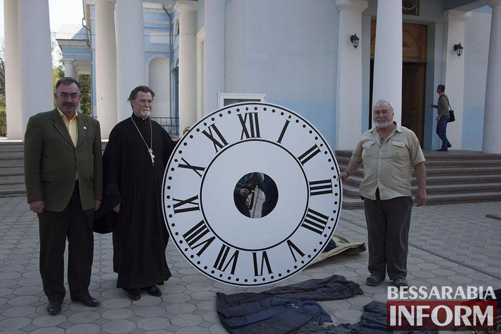 IMG_6562 На Свято-Покровском соборе меняют циферблат часов