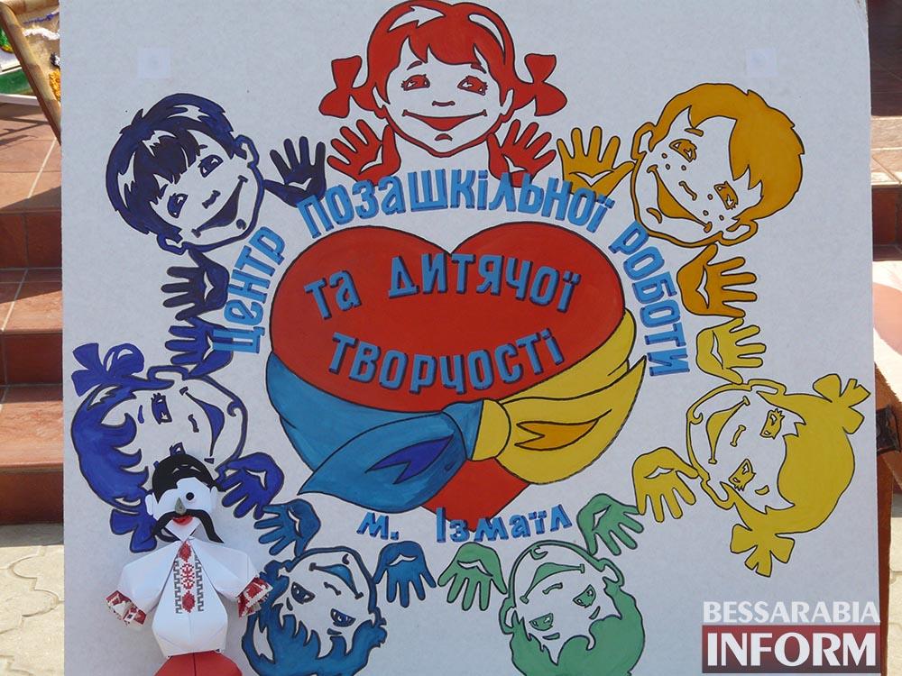 P1000181 Творчество измаильских школьников на выставке в ДК