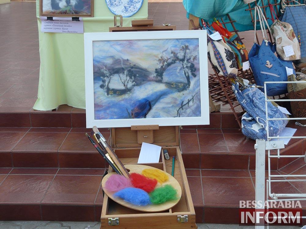 P1000188 Творчество измаильских школьников на выставке в ДК