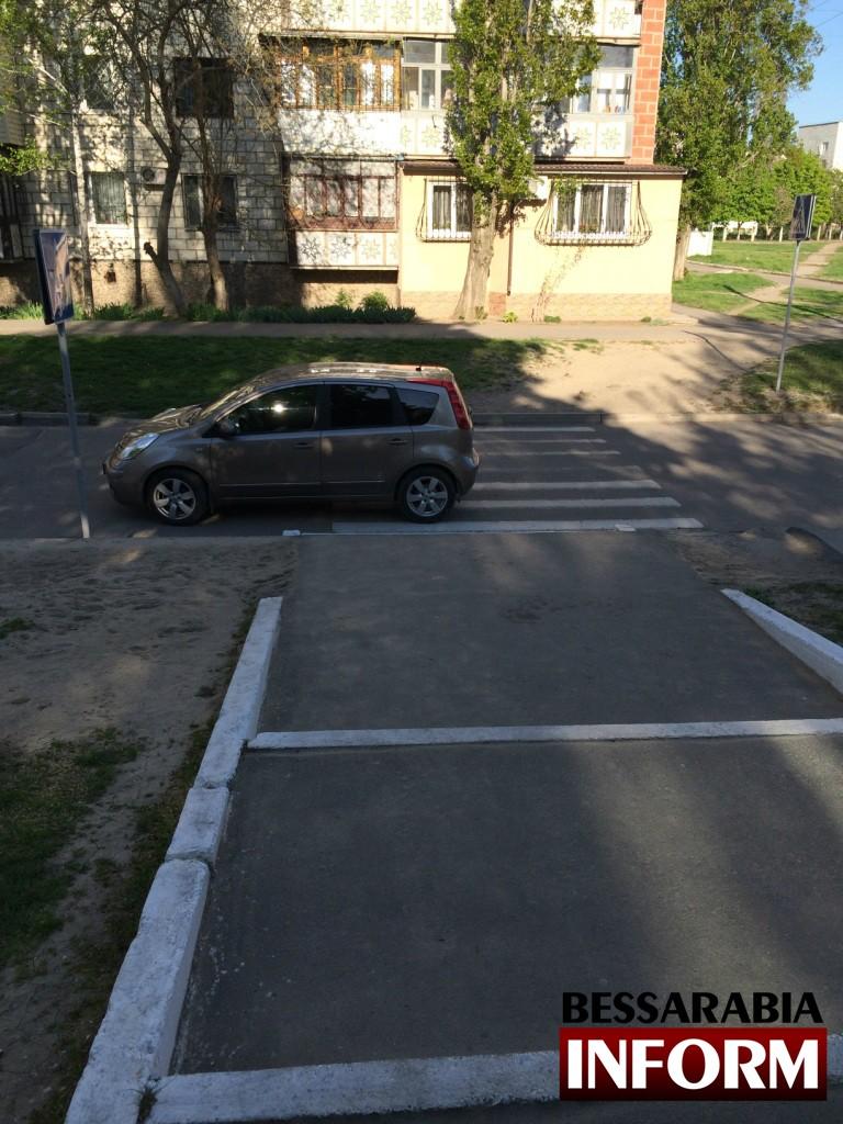 image31-768x1024 «Я паркуюсь как дурак» и подвергаю детей опасности (фото)