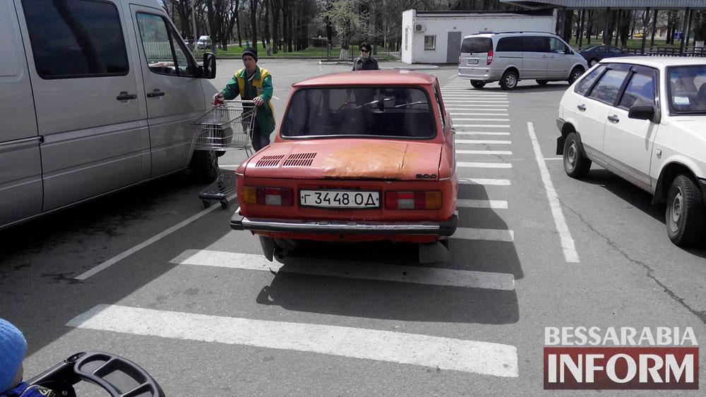 """""""Я паркуюсь как дурак"""" возле Таврии"""