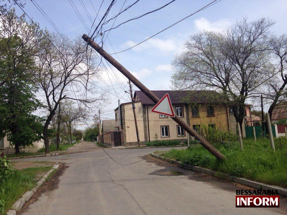 nVu5PX_LQHs В Измаиле над дорогой нависла угроза (фото)