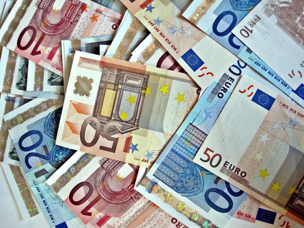 Мужчина заплатил 500 тыс. евро за кусочек торта и рис