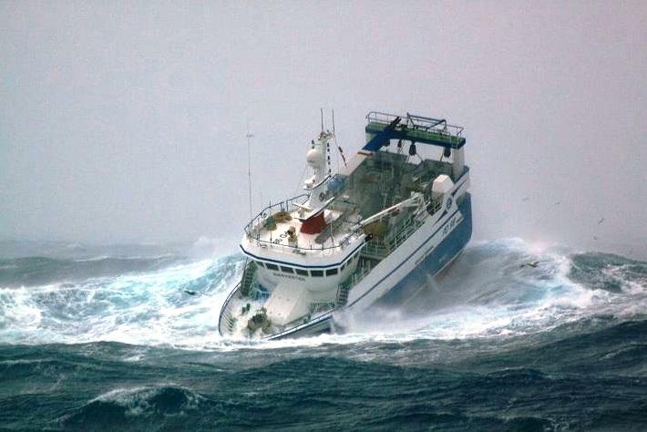 В России при крушении корабля погибло 54 человека