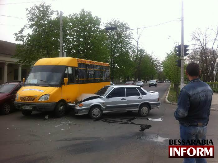 unnamed-3 ДТП: в Измаиле маршрутка и LADA не поделили дорогу