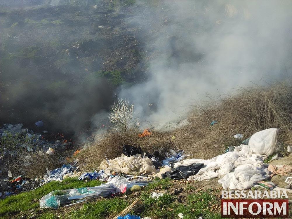 vrw2GX2cxjg В Измаиле горели сразу три мусоросвалки (фото, видео)