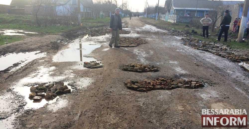 Ремонт дорог своими руками. Бессарабия 21-го века! (фото,видео)