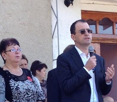 Юрий Маслов лично поздравил жителей  Броски с Днем села и Днем Победы!