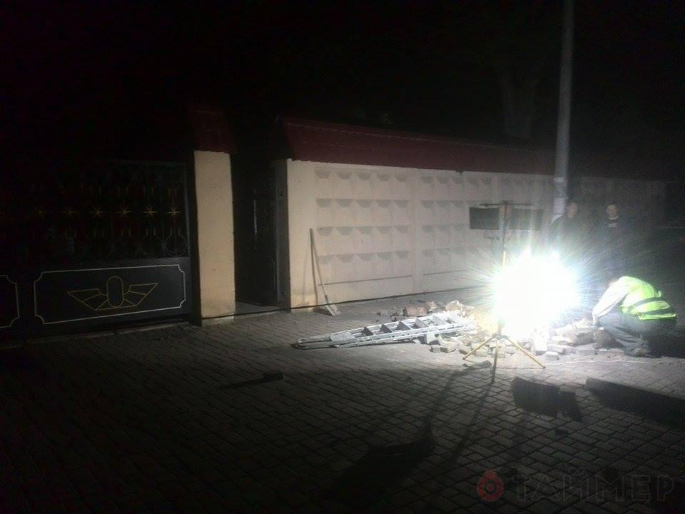 1431562897_6261 Ни ночи без взрыва: в Одессе опять рвануло (фото)