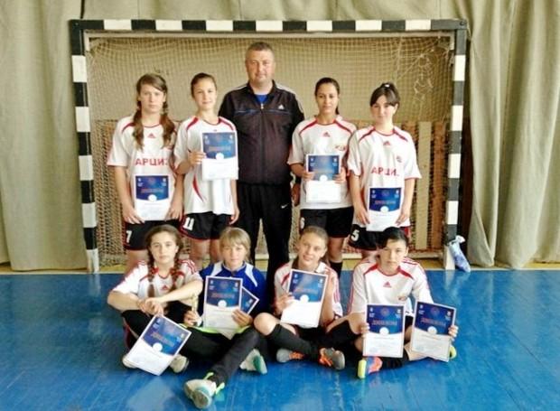 apicturepicture_6036945217701_53343-1 Арцизские школьницы удачно съездили на финальный этап чемпионата Украины по футзалу