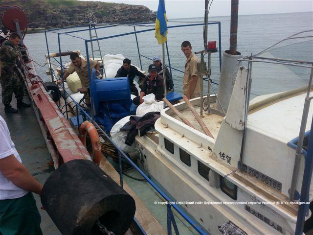Возле острова Змеиный спасли рыбаков