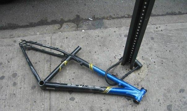 nxeG9GM_TBQ Пристегивай велосипед, не пристегивай - все равно угонят