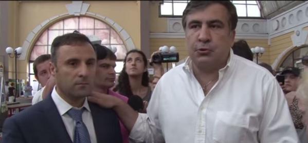Саакашвили рассказал, кому подчиняются прокуроры и милиционеры (видео)