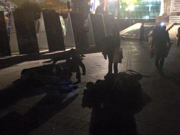 0dac9bbe602bf2b9050fdfc992_2d5c041d В Киеве неизвестные в масках снесли палатки митингующих