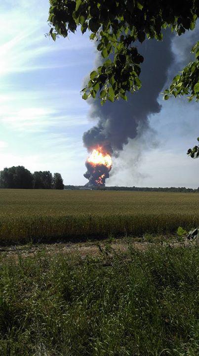 Под Киевом взорвалась нефтебаза. Все в огне. Есть погибшие (фото, видео)
