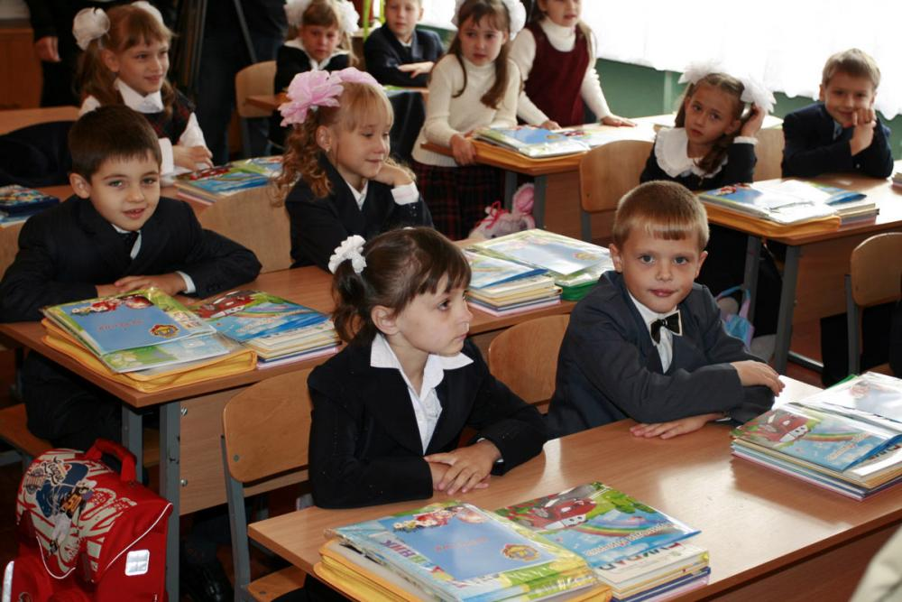 Украинские школьники могут перейти на домашнее обучение