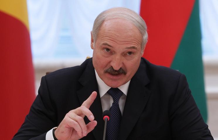 3931772 Лукашенко перебросил дополнительные войска на границу с Украиной