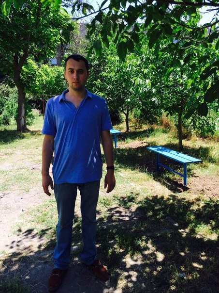 3so95NvOwXU Измаильчанин решил помочь бывшим соседям с детской площадкой (обновлено)
