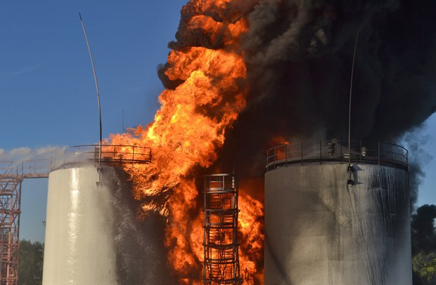 5576a5e25fc56 Под Киевом взорвалась нефтебаза. Все в огне. Есть погибшие (фото, видео)