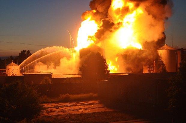 5576ac5990b52 Под Киевом взорвалась нефтебаза. Все в огне. Есть погибшие (фото, видео)