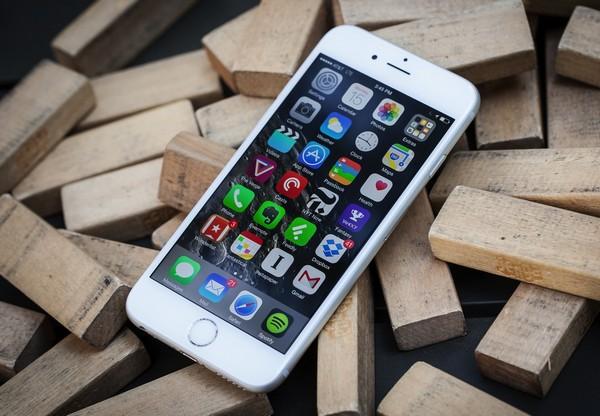 Apple-iPhone-6 Топ-10 лучших смартфонов 2015 года