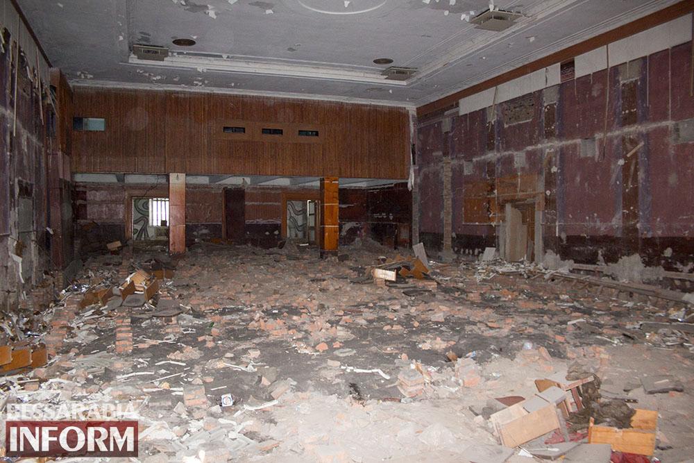 IMG_2670 Печальная судьба измаильского кинотеатра «Победа» (фоторепортаж)
