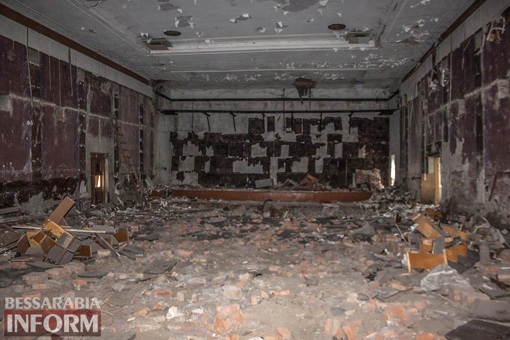 IMG_2678 Печальная судьба измаильского кинотеатра «Победа» (фоторепортаж)