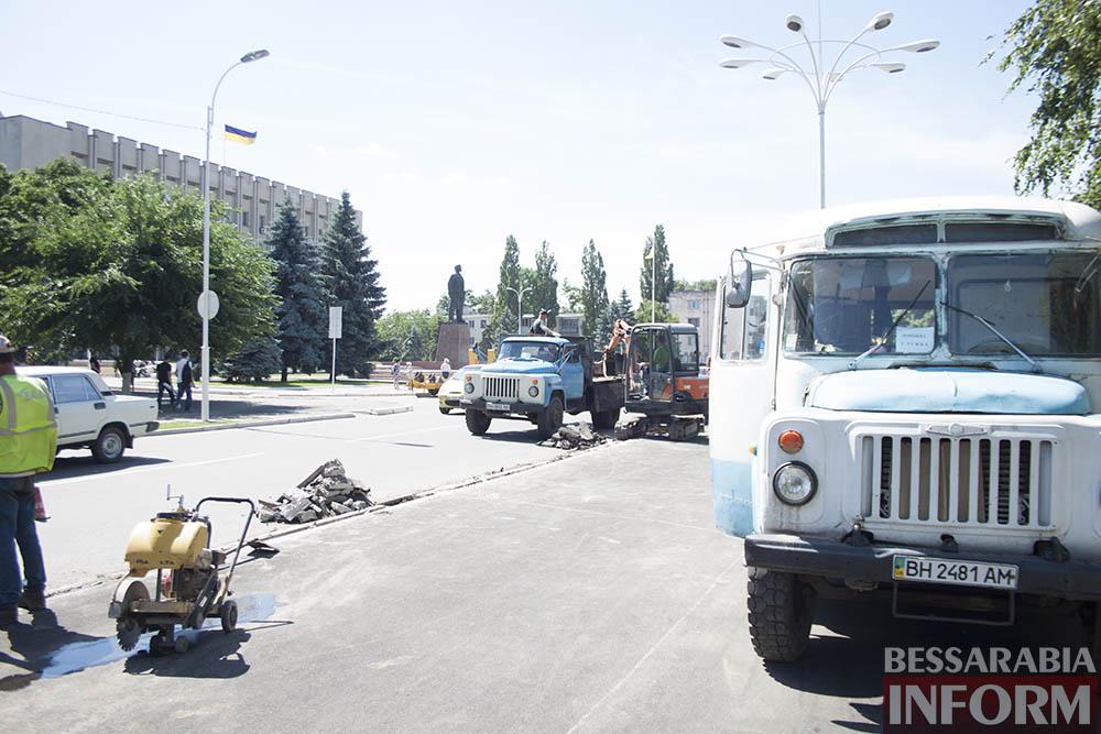 IMG_4449 В центре Измаила вместо ливневок снова меняют бордюры