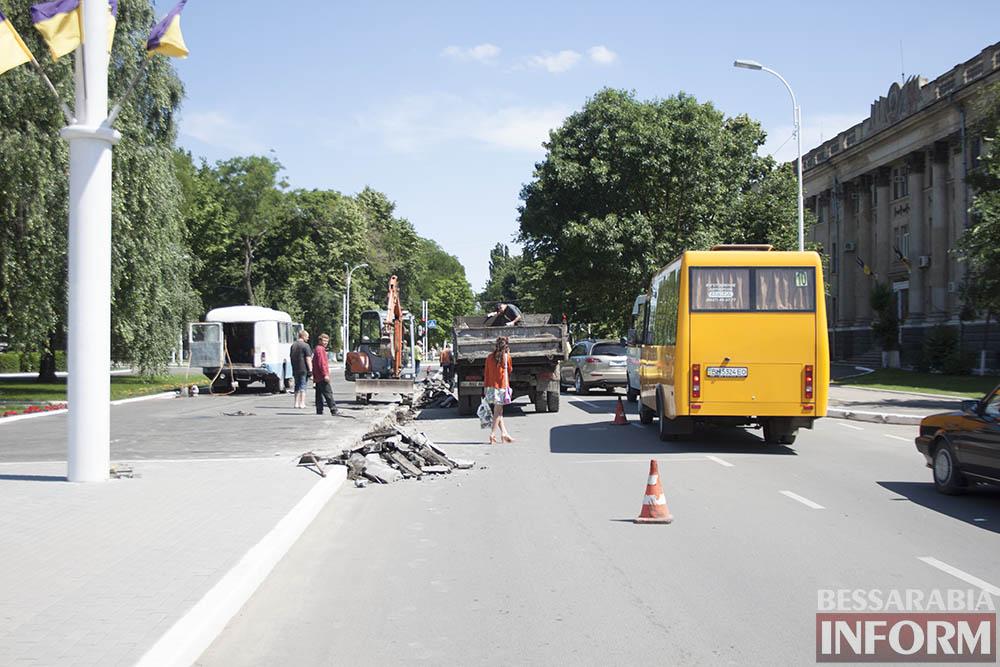 IMG_4455 В центре Измаила вместо ливневок снова меняют бордюры