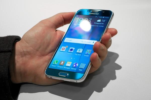 Samsung-Galaxy-S6 Топ-10 лучших смартфонов 2015 года