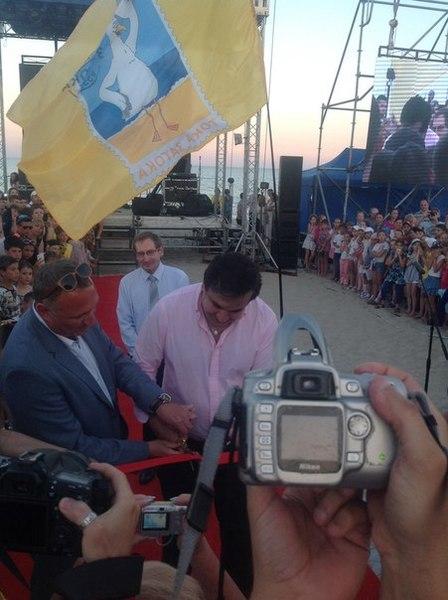 ToEnxS7rrl0 Михаил Саакашвили принял участие в открытии набережной в Затоке