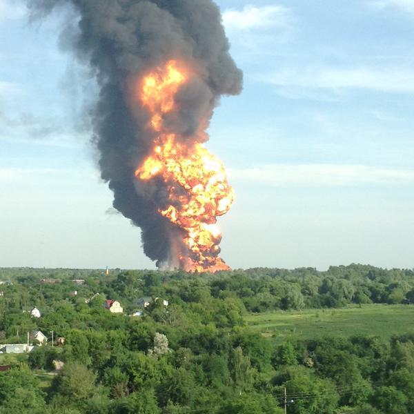 chcpf5uwoaauhid Под Киевом взорвалась нефтебаза. Все в огне. Есть погибшие (фото, видео)