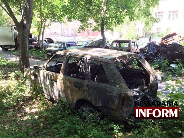 fgRs6Le3r_c В Измаиле ночью массово горели автомобили (фото)