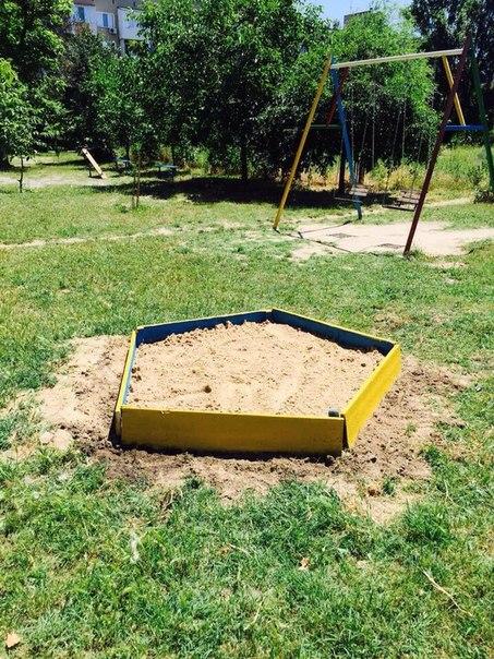 Измаильчанин решил помочь бывшим соседям с детской площадкой (обновлено)