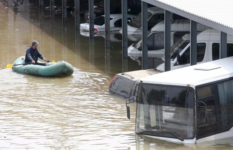 navodnenie-v-tbilisi-foto-quanza_bot_rect_077b94dd879df03f33570207067d7a77 Наводнение в Тбилиси: по улицам плавают крокодилы и ходят носороги (фото)