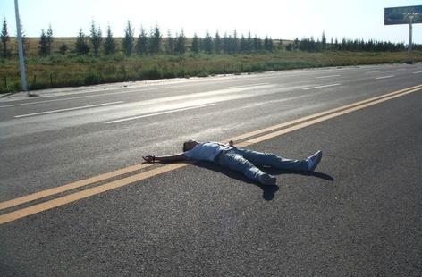 phpC5GK6N В Белгород-Днестровском районе водитель переехал лежавшего на дороге мужчину
