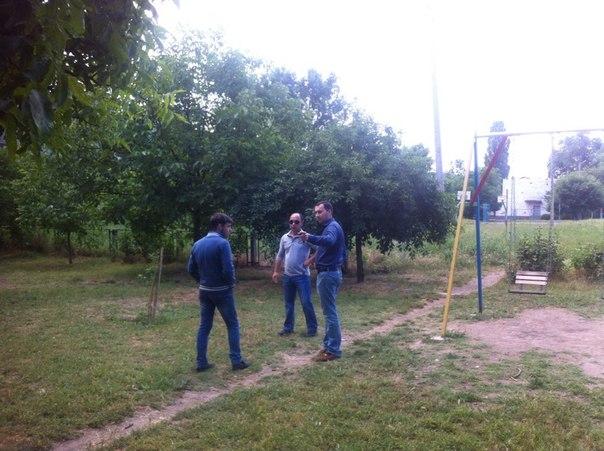 yoCs_rN0c40 Измаильчанин решил помочь бывшим соседям с детской площадкой (обновлено)