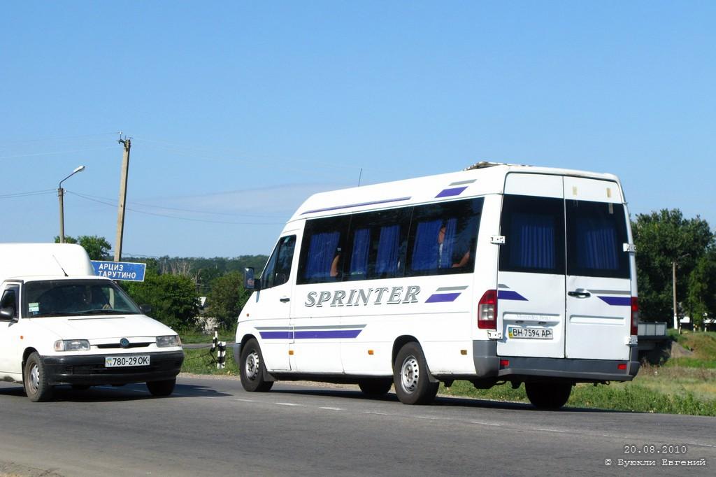 """В Саратском районе нелегальные пассажироперевозчики """"убивают"""" официальные маршруты"""