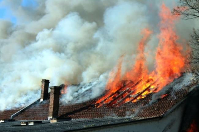 В Саратском районе горел жилой дом