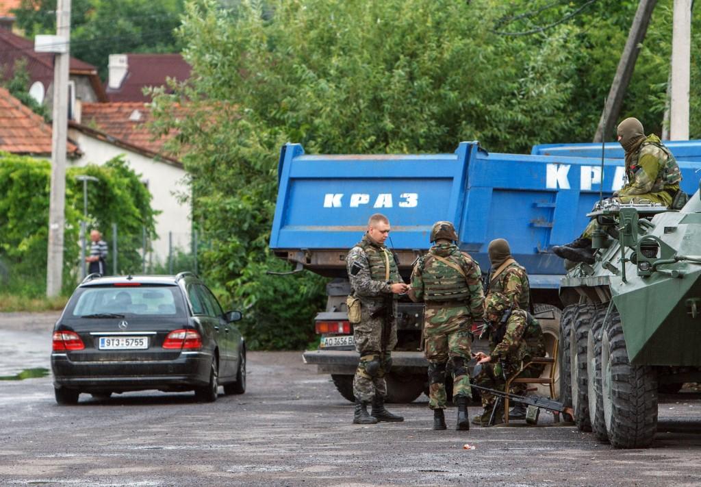 689245-01-08-1024x711 Противостояние в Мукачево: заложник, переговоры и разгон таможни