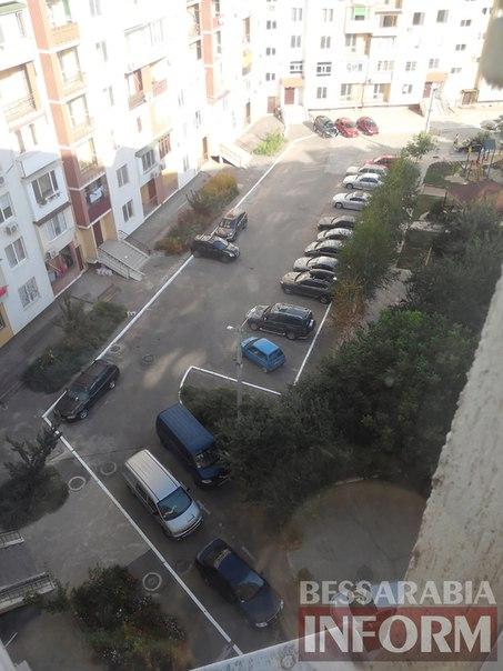 FTZ4VIzXH7Y «Я паркуюсь как …» в одном из измаильских дворов
