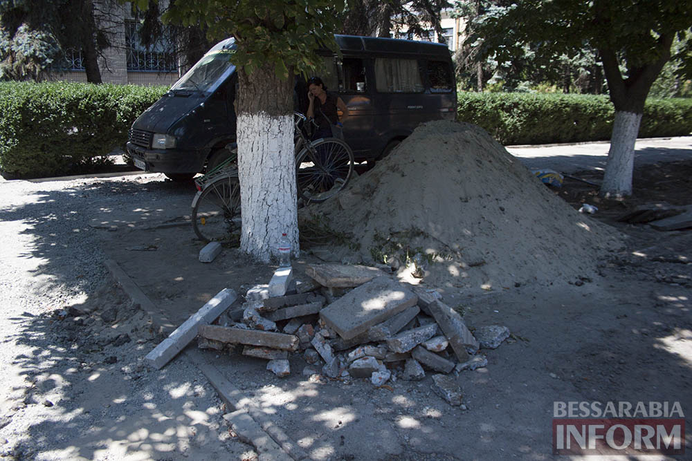 IMG_0232 В Измаиле возле детской поликлиники расширят парковку