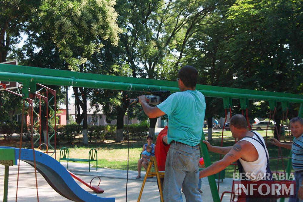 IMG_0258 В измаильском парке ремонтируют детскую площадку