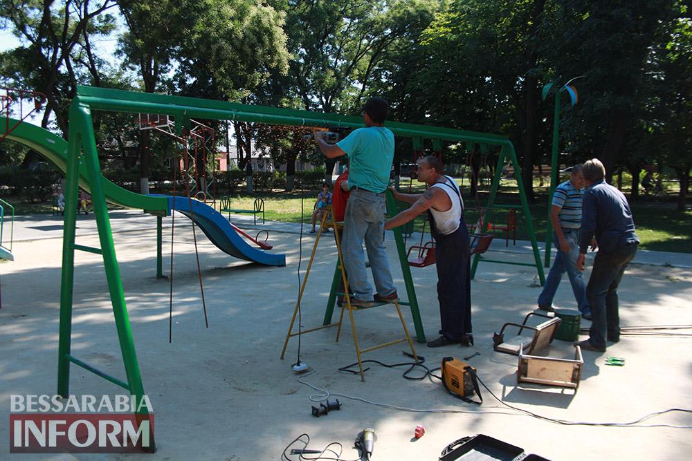 IMG_0259 В измаильском парке ремонтируют детскую площадку